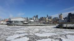 L'USS Intreprid pris dans les glaces
