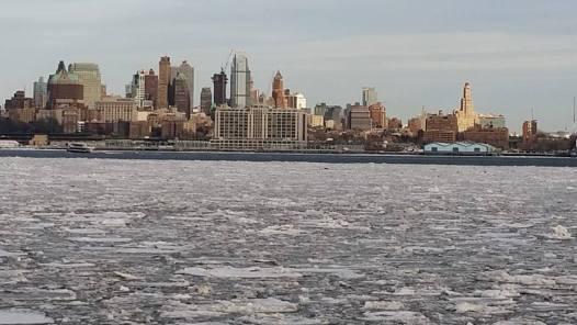 Une vraie banquise recouvre le port de New York