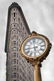 Le Flatiron building et une horloge sur la Fifth Avenue