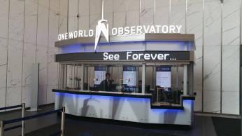 L'accueil du One World Observatory. Notez qu'une des 3 caisses est adaptée pour les handicapés. (Photo Smain Stanley)