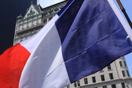 Le drapeau français sur Grand Army Plaza. (Photo Didier Forray)