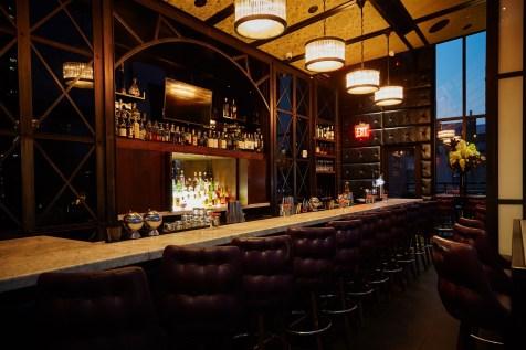 archer-hotel-new-york-spyglass-rooftop-bar-bar-angle