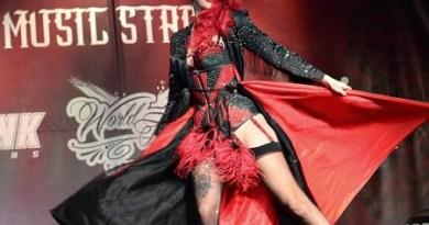 raquel_reed_burlesque_dancer_no_limits_tattoo_expo