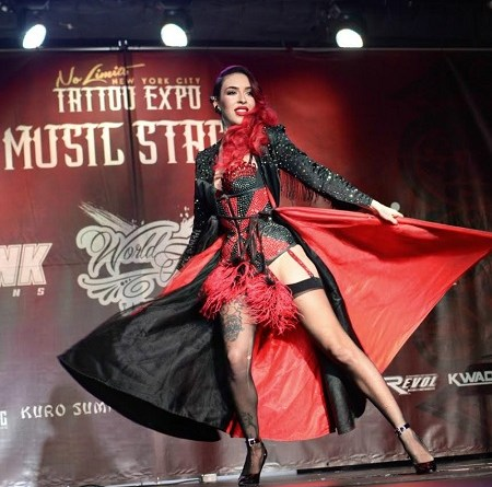 raquel_reed_burlesque_dancer_no_limits_tattoo_expo