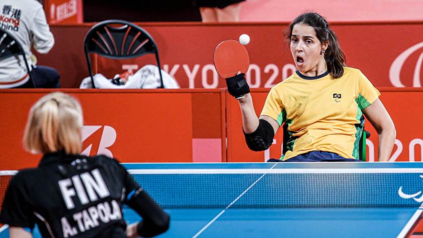 Cátia Oliveira, from class 2 (seating), beat Finnish Aino Tapola in table tennis