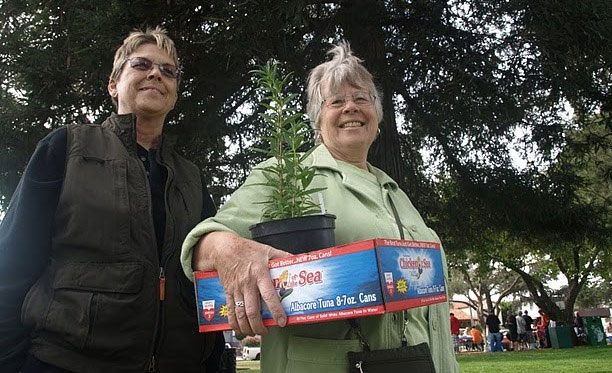 Satisfied Willis Jepson Chapter Plant Sale Customers - Photo by Wolfram Alderson