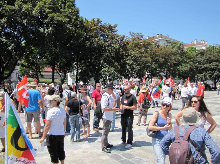 Manifestation Annecy soutien à l'inspectrice du travail Laura Pfeiffer face à Tefal (CNT - SUD - CGT - FO - FSU - CFDT - UNSA)