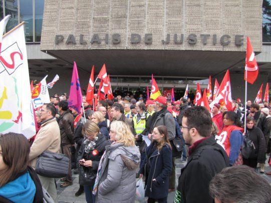 Palais de Justice d'annecy - Rassemblement du 16 octobre 2015 à Annecy en soutien à l'inspectrice du travail Laura Pfeiffer et au lanceur d'alerte