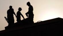 travailleurs sur toiture