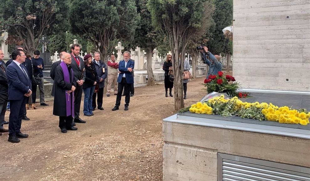 Así no: Sotanas en el memorial de El Carmen