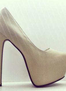http://articulo.mercadolibre.com.ar/MLA-611663106-new-stilettos-importados-mia-cavalli-_JM