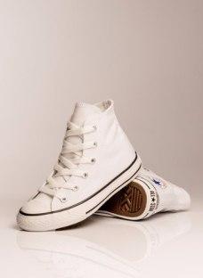 http://articulo.mercadolibre.com.ar/MLA-613838280-converse-all-star-bota-blanca-ninos-del-27-al-34-_JM