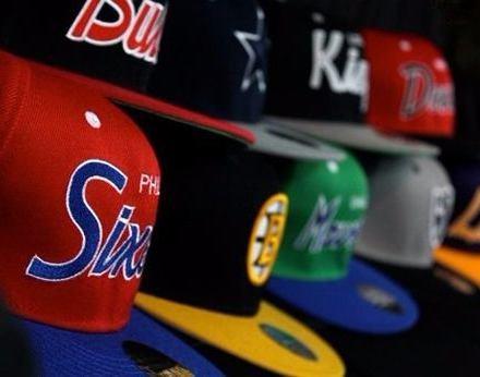 http://articulo.mercadolibre.com.ar/MLA-615372232-gorras-visera-plana-snapback-varios-modelos-nueva-moda-_JM