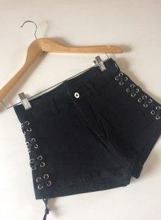 http://articulo.mercadolibre.com.ar/MLA-625914648-short-cordones-laterales-nuevos-envios-_JM