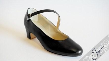 http://articulo.mercadolibre.com.ar/MLA-618879623-zapatos-de-espanol-y-folklore-en-cuero-negro-crema-y-blanco-_JM