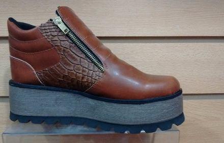 http://articulo.mercadolibre.com.ar/MLA-611494503-zapatos-de-mujer-ubanas-tipo-botinetas-otono-invierno-2016-_JM