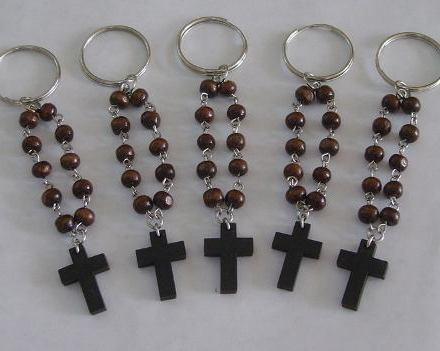 http://articulo.mercadolibre.com.ar/MLA-606384986-10-llaveros-souvenirs-denarios-cruz-comunion-bautismo-_JM