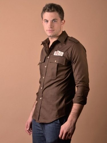 http://articulo.mercadolibre.com.ar/MLA-613712939-camisa-pato-pampa-manga-larga-dakar-2013-cbolsillo-marron-_JM