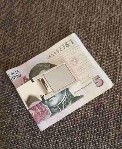 http://articulo.mercadolibre.com.ar/MLA-614602003-clip-acero-sujeta-dinero-billetes-grabado-con-nombre-_JM