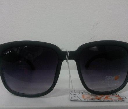 http://articulo.mercadolibre.com.ar/MLA-615565785-lentes-de-sol-negros-nuevos-para-mujer-ken-block-_JM