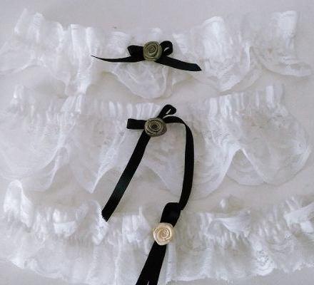 http://articulo.mercadolibre.com.ar/MLA-617909545-liga-souvenir-novia-invitadas-puntilla-pack-x-5-ligas-_JM