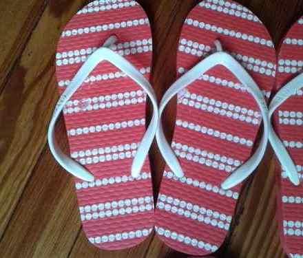 http://articulo.mercadolibre.com.ar/MLA-621211506-ojotas-gap-mujer-_JM