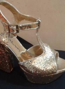http://articulo.mercadolibre.com.ar/MLA-620237852-sandalias-luis-xv-plataforma-taco-palo-glitter-_JM