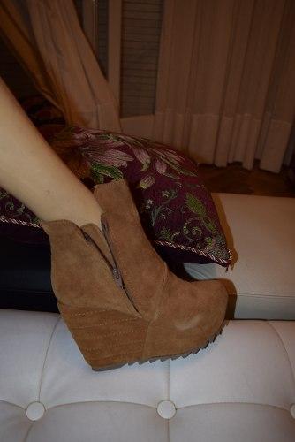 http://articulo.mercadolibre.com.ar/MLA-611704883-sarkany-bota-modelo-samara-color-marron-_JM