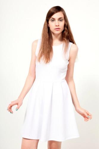 http://articulo.mercadolibre.com.ar/MLA-611864044-vestido-corto-blanco-jaquard-tablas-mujer-lola-lolita-_JM