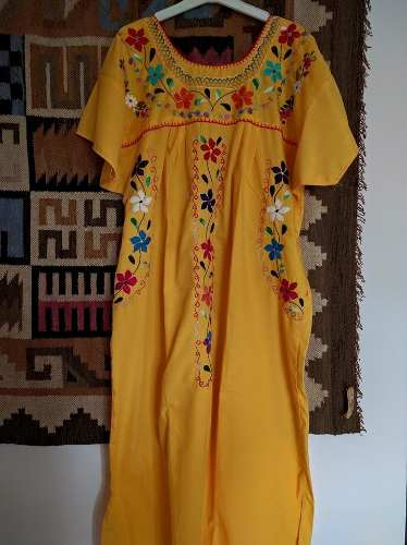 http://articulo.mercadolibre.com.ar/MLA-610788543-vestidos-mexicanos-bordados-a-mano-mexico-_JM