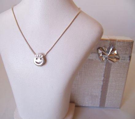 http://articulo.mercadolibre.com.ar/MLA-617838961-dije-carita-nene-nena-plata-925-_JM