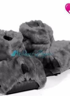 http://articulo.mercadolibre.com.ar/MLA-620015800-pantuflas-ninos-talles-del-24-34-garra-baby-de-shoes-bayres-_JM