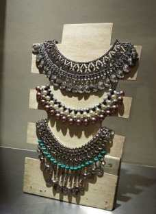 Exhibidor Para Collar En Madera De Pallet Reciclado.