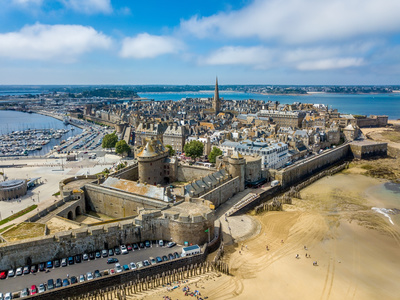 Bus rental in St.Malo