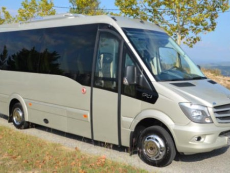 Bus rental in Moulins