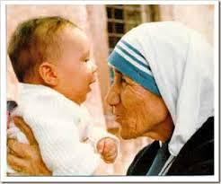 Madre Teresa con bimbo piccolo