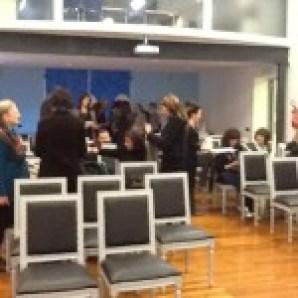 La sala consiliare del Comune di Ameglia comincia a riempirsi