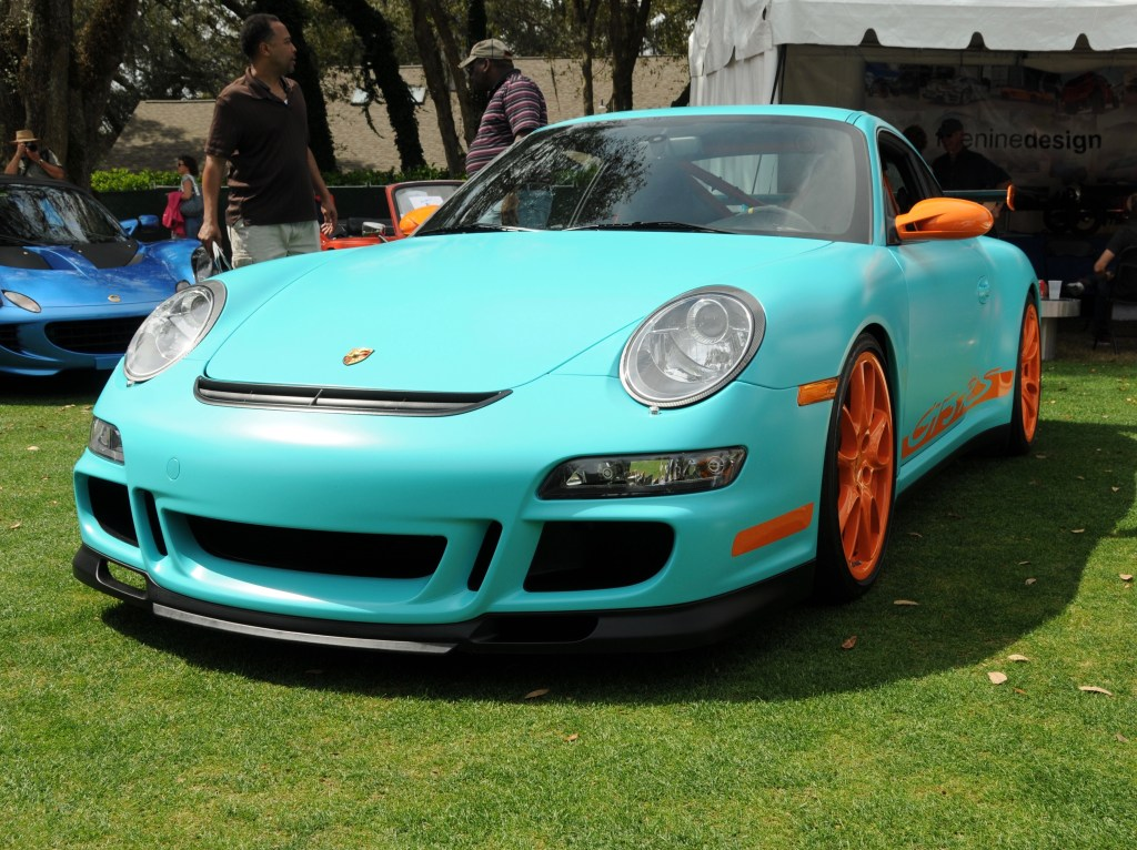 Picture of a blue and orange Porsche at the 2016 Concours d'Elegance.