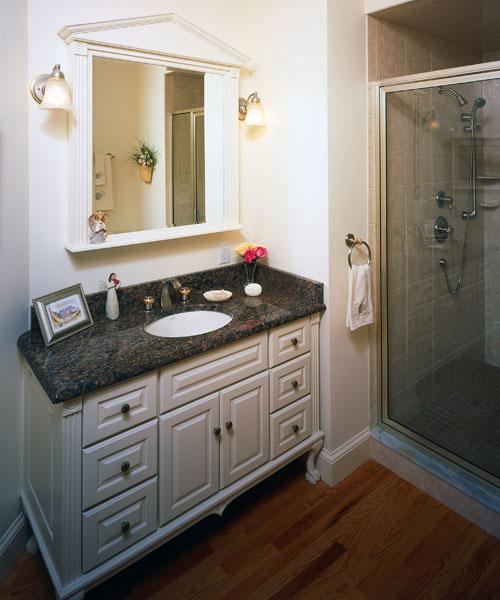 Kitchenbathroom  william morris wallpaper