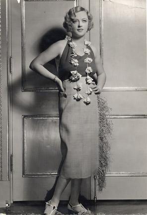 """L'image """"https://i0.wp.com/www.cobbles.com/simpp_archive/images/marion-davies-1931_nowitzky-fashion-photo.JPG"""" ne peut être affichée car elle contient des erreurs."""
