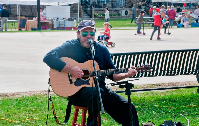 Vince Ruttan entertaining at Farmers Market