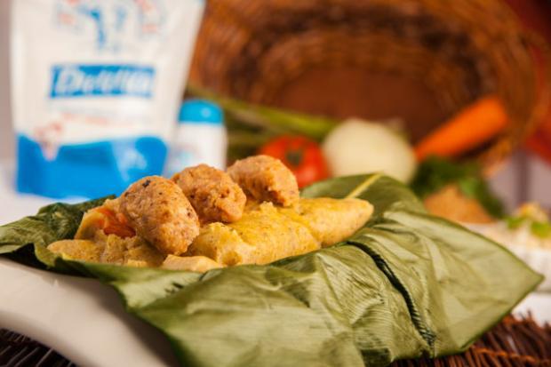Tamales de arroz con camarones y esparragos en salsa de mani receta por Danna Azofra