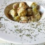 Coles de Bruselas con salsa Roquefort gratinadas