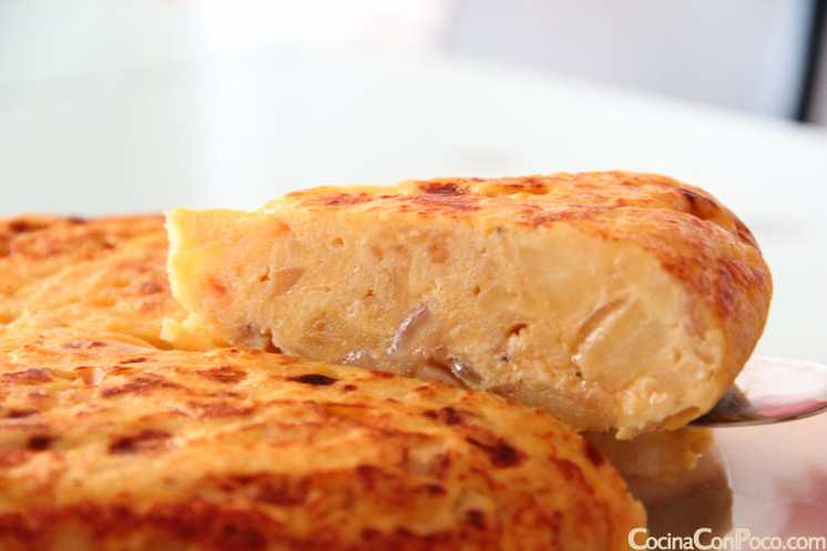 Tortilla de patatas aromatizada con trufa blanca