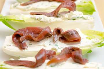 endivias con queso philadelphia y anchoas