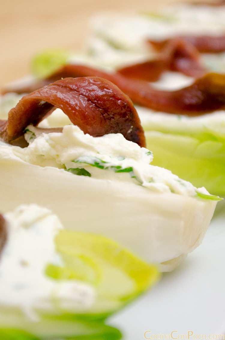 endivias con queso philadelphia y anchoas