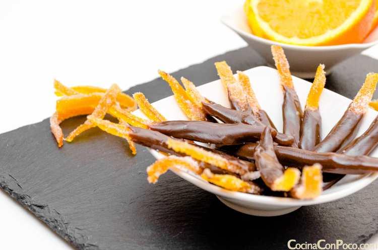 Tiras de naranja confitada y chocolate – Paso a Paso