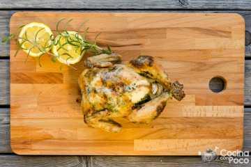 pollo asado al horno con mantequilla de hierbas
