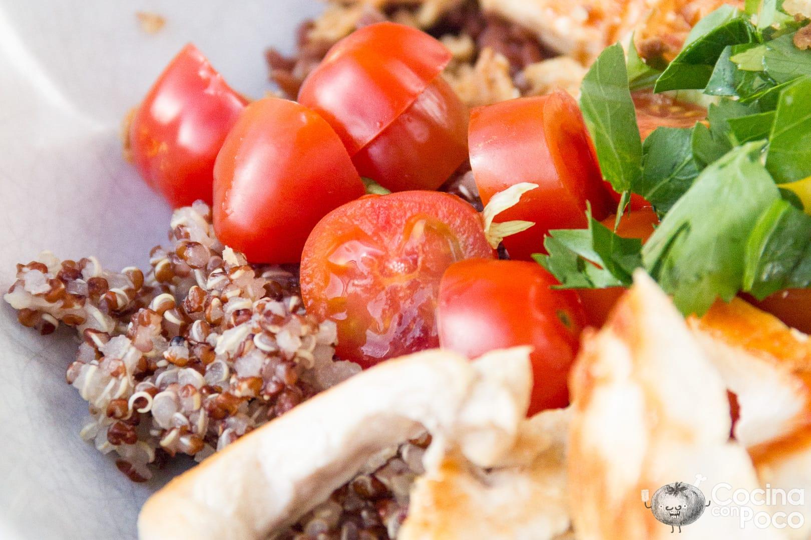 bowl de pollo arroz quinoa y aguacate
