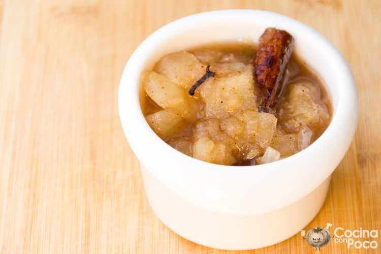 Chutney de pera y jengibre hecho en casa